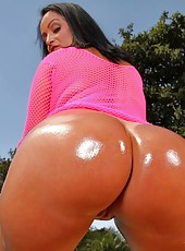 Darlene requested to get fucked in her ass and she got an awesome anal fucking as her amazing ass jiggled until she got man juice all over her pretty face