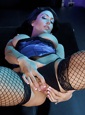 Jessica Jaymes strip and wiggle