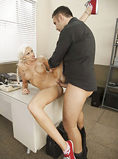 Hardcore and hot fuck with a cute and an elegant lady Rikki Six