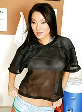 Hot Asian babe Asa Akira loves sports and posing in front of the camera
