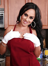 Smoking hot brunette bombshell Mariah Milano poses at the kitchen