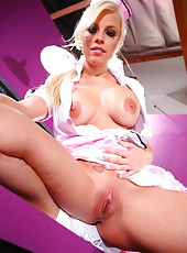 Sumptuous waitress with beautiful blue eyes and gorgeous big tits Britney Amber