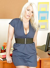 Sadie Swede amazes us with her incredibly hot big tits in her own office