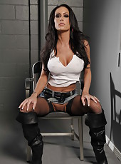 Bad lady with big tits and hot ass Jessica Jaymes waiting for interrogator