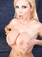 Fantastic fuck with a buxom blonde milf Nikki Benz and huge cock