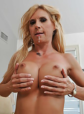 Gorgeous blonde with stunning big tits Brooke Tyler gets satisfied