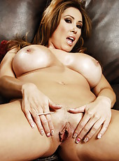 Fascinating flapper Kianna Dior showing shaved vagina and pleasing herself