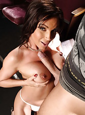 Diamond Foxxx licks her fucker