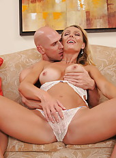 Naughty mommy Brenda James shows her big tits and gets a strong dick