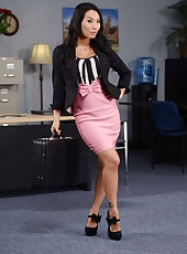 Gentle Asian brunette milf with big tits Asa Akira poses in high heels