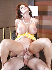 Hardcore mature slut Deauxma gets fucked in her experienced asshole