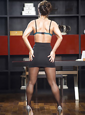 Milf Esperanza Gomez takes off her clothes and sexy pantyhose to treat us with delicious forms
