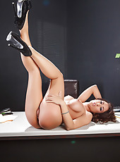 Gorgeous lady Capri Cavanni uses table as a scene for a hot srpeading