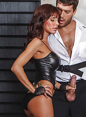 Charming hotties Gia Dimarco and Juelz Ventura got a cock in the threesome action