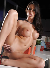 Sexy girl Kortney Kane demonstrates her beautiful body and a shaved pussy
