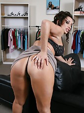 Mature hottie Vannah Sterling teases us with her cheeky ass and big natural boobs