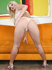Hot and irresistible mature blonde Brittany Andrews excites with her model-quality body