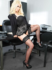 Sumptuous blonde bombshell Jazy Berlin and first-class striptease scene