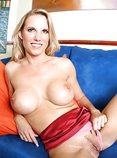 Awesome blonde lady Niki Wylde takes off pink panties and shows a nasty pussy