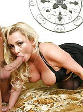 Dangerous milf Milan cheats on her boyfriend with her neighbor