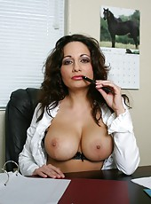 Delicious mature Isabella Manelli enjoys to work with naked huge tits