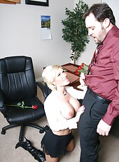 Diamond Foxxx sucks her boss