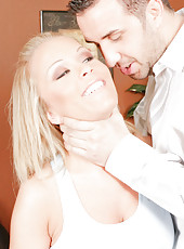 Jolly milf Jessica Moore enjoying a big juicy dagger and getting an anal drill