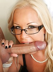 Cool milf Jessica Moore likes to make blowjobs and gets an anal drill