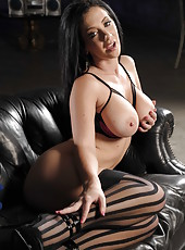 Beautiful brunette bombshell Jayden Jaymes demonstrates her gorgeous body