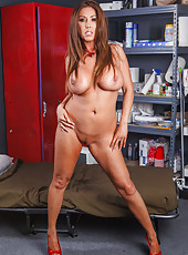 Glamorous and irresistable bombshell Kianna Dior amazes with her unforgettable curvy lines