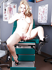 Huge and hungry ass by blonde milf Sarah Vandella that also has big tits