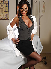Perfect milf Kirsten Price can recover everyone with her flawless big tits and model-style tanned body