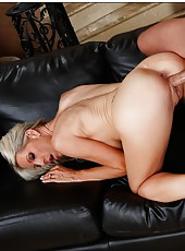 Wonderful chick Emma Starr showing sexy tattooes and riding a hard rod