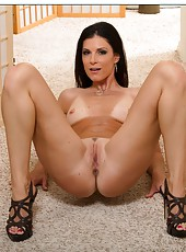 Sensate whore India Summer doing amazing moves and fingering snatch