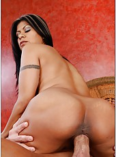 Great pornstar Gabby Quinteros uses big tits and nice ass to please her friend
