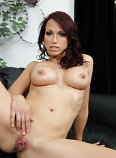 Noteworthy minx Nicki Hunter playing with shaved pussy and getting satisfied