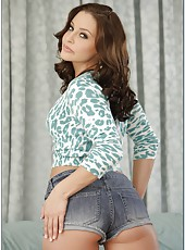 Wavy-haired babe Gracie Glam presents an unforgettable blowjob