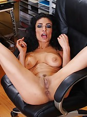 Wild brunette babe Persia Pele gives an incredible blowjob to her lucky fucker