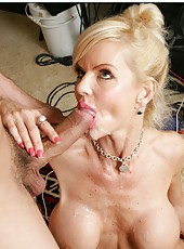 Entrancing hooker Crystal White trying to make the best deepthroat