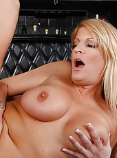 Seductive pornstar Robbye Bentley banging with a stranger in the bar
