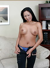 Asian babe Kitty Langdon being all single and playing with her nice cunt