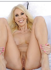 Spoiled mature Erica Lauren prefers posing naked and rubbing vagina