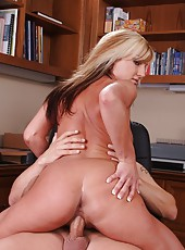 Blonde Val Malone plays with her pussy and willingly lets it to be bonked