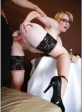Short-haired blonde with pale skin and shaved pussy Amy Amoure gets pounded