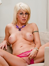 Playful chick Sindi Star stipping without clothes and rubbing vagina