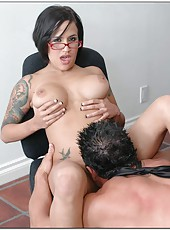 Short-haired office slut with huge breast Regan Resse can not resist