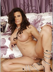 Booty mom Teri Weigel posing in lingerie and showing fuckable ass