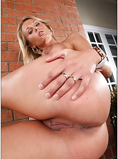 Noteworhty milf Laura Crystal knows how really sexy and fuckable she really is