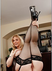 Naughty mature Nina Hartley gives an awesome blowjob and fucks like a slut