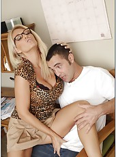 Busty blonde bitch Charlee Chase gets sweet sperm on her big juicy boobs